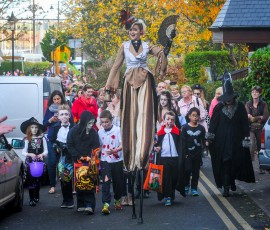 REPRO FREE Pictured at the 10th Anniversary Kinsale Halloween Parade is stilt walker Dee-Fy leading the parade out of the town park around the town.  Picture. John Allen