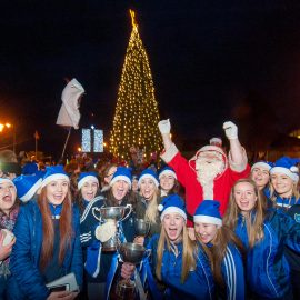 REPRO FREE Santa and the Kinsale Ladies Football Team pictured in Kinsale Town Park to turn on the lights for Christmas 2016. Picture. John Allen
